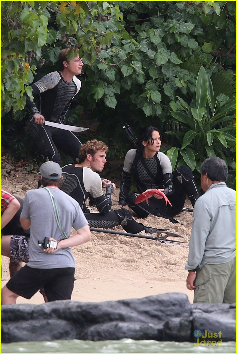 jennifer lawrence thg beach 07