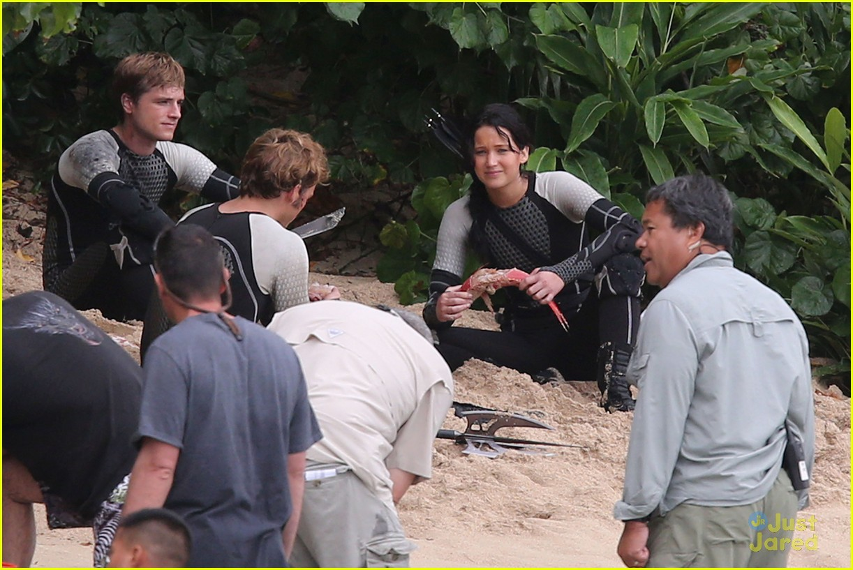 jennifer lawrence thg beach 10