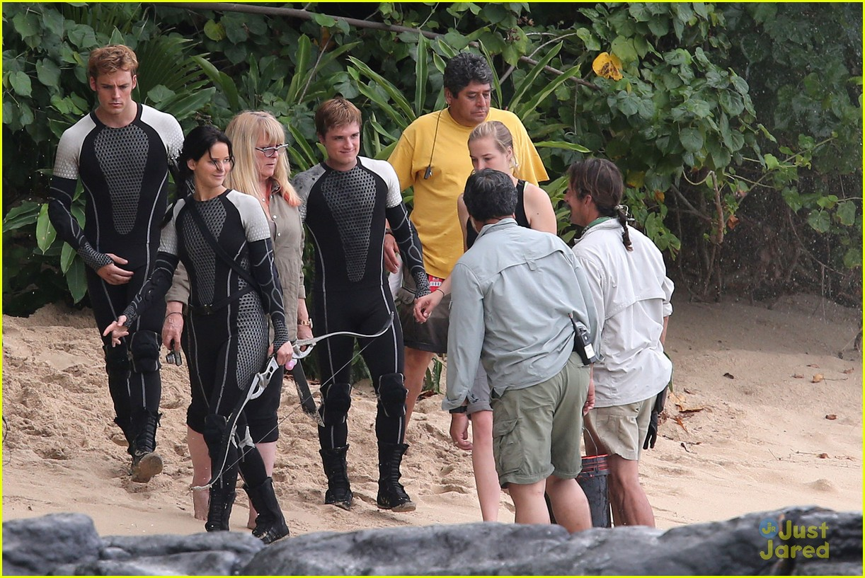 jennifer lawrence thg beach 11