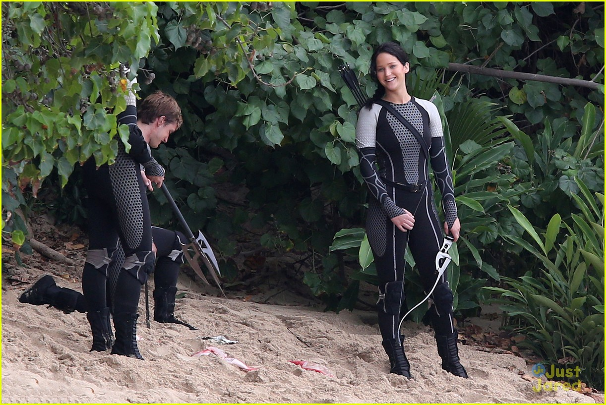 jennifer lawrence thg beach 16