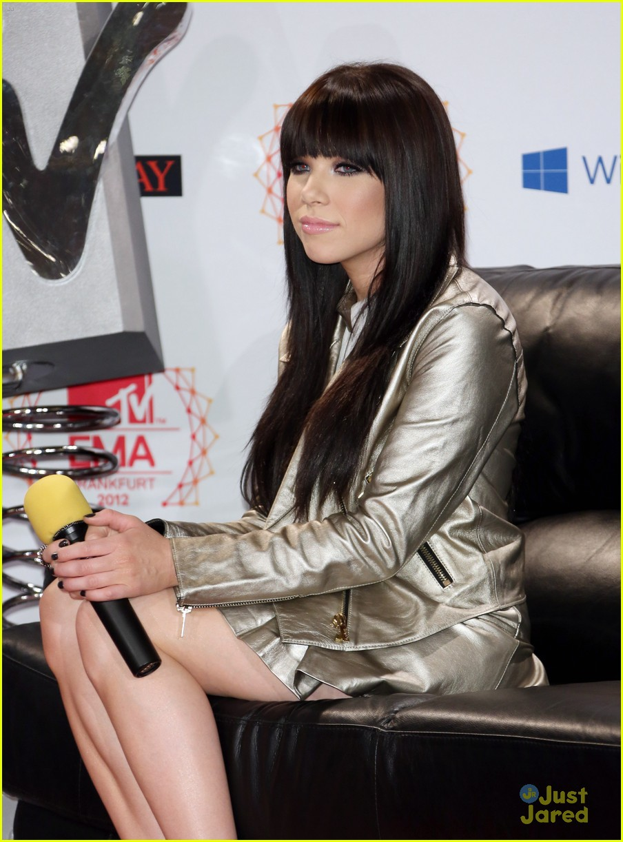 carly rae jepsen ema conference 03