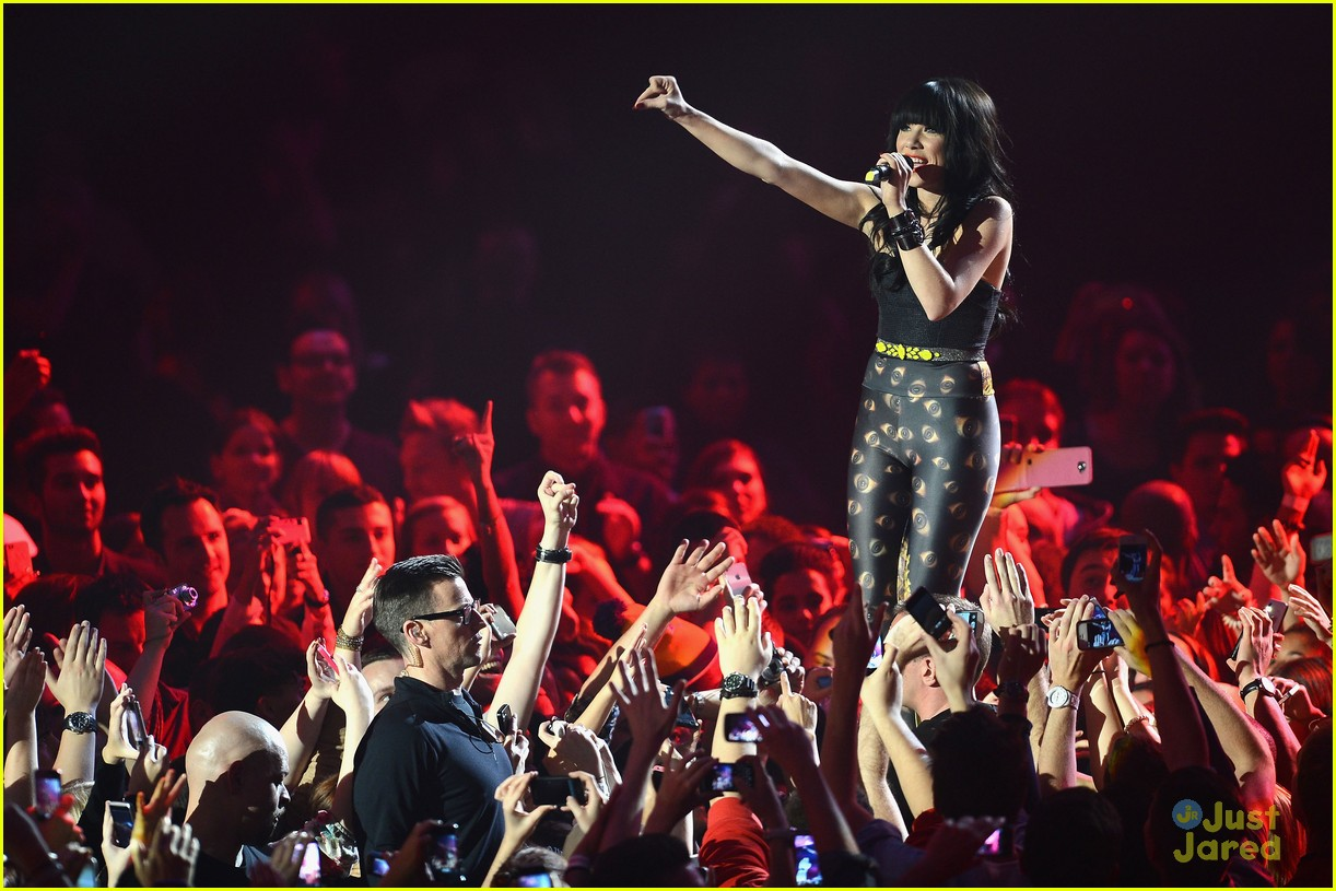 carly rae jepsen mtv emas 18