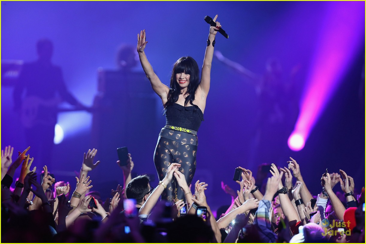 carly rae jepsen mtv emas 21