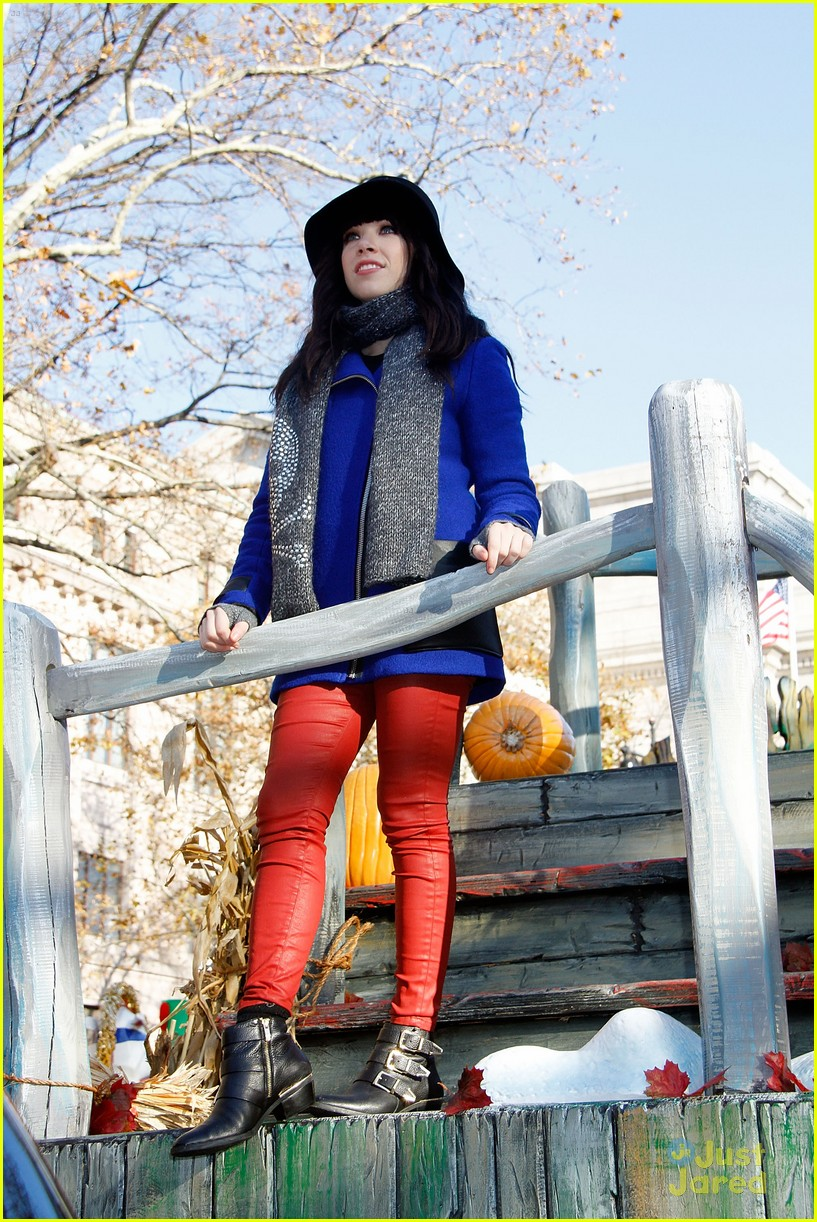 carly rae jepsen thanksgiving parade 03