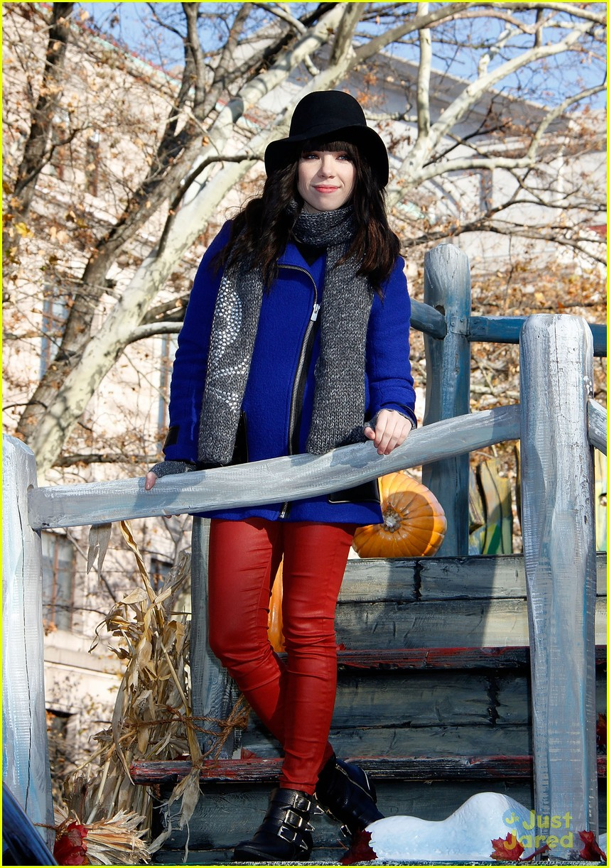 carly rae jepsen thanksgiving parade 17