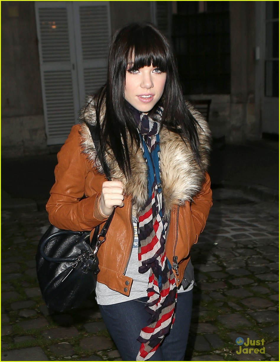 carly rae jepsen paris walk 02