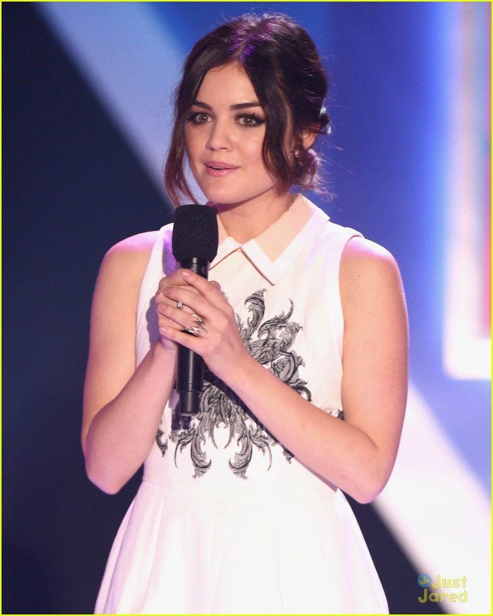 lucy hale amas halo awards 08