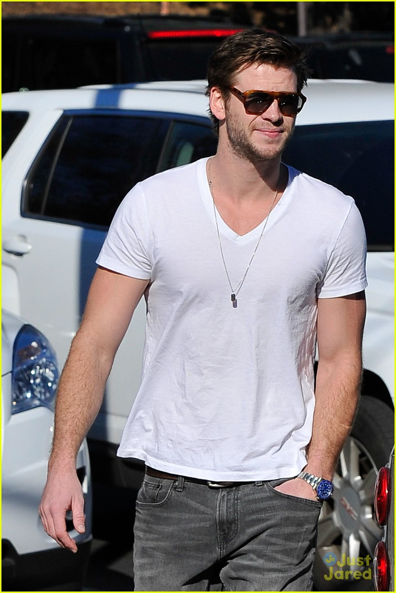 miley cyrus liam hemsworth coffee 01