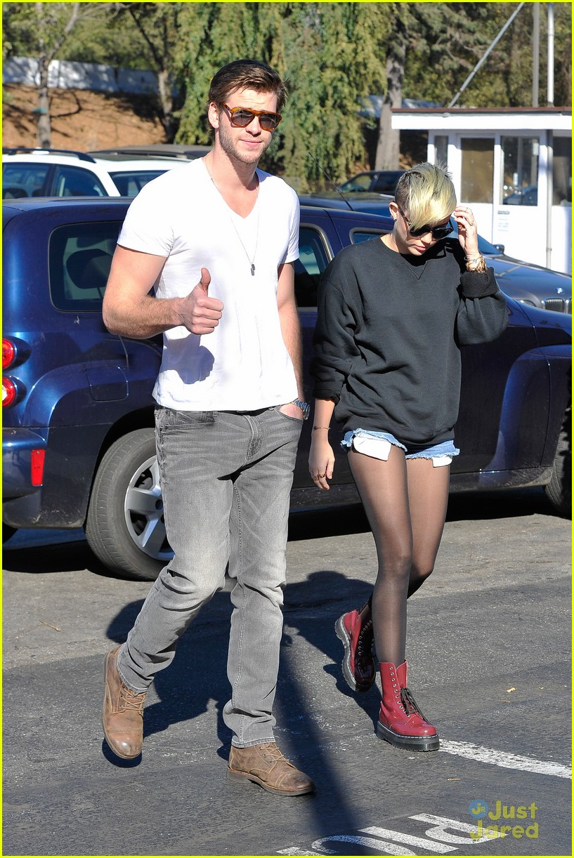 miley cyrus liam hemsworth coffee 11
