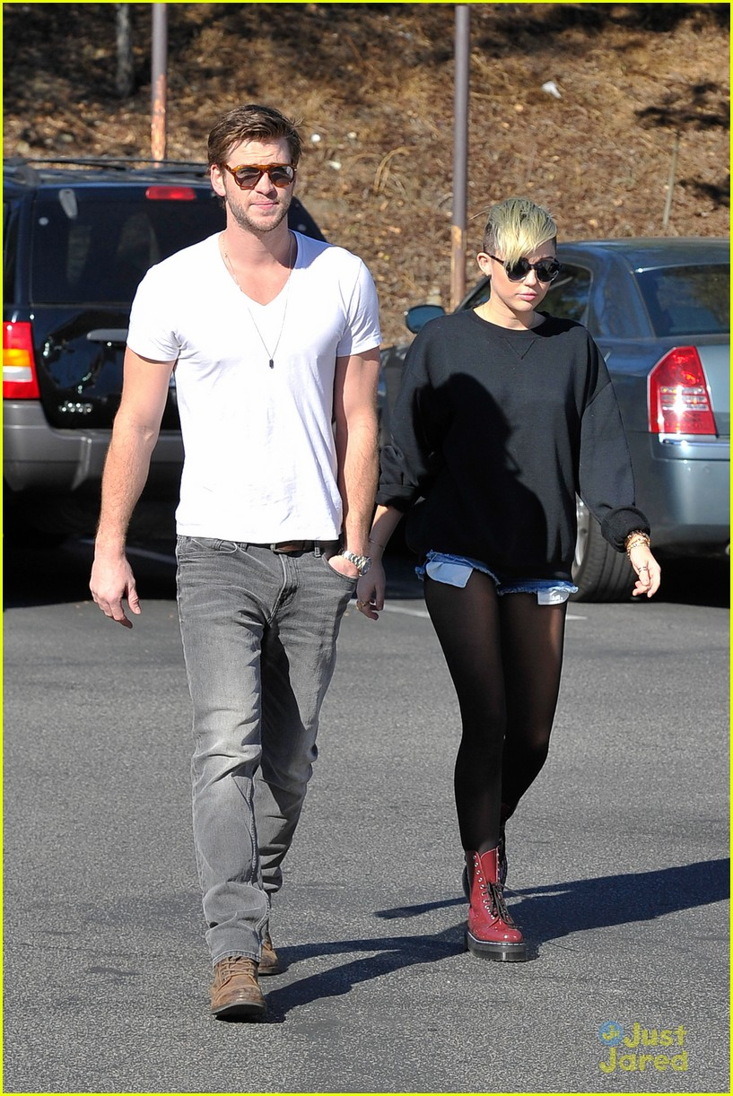 miley cyrus liam hemsworth coffee 17