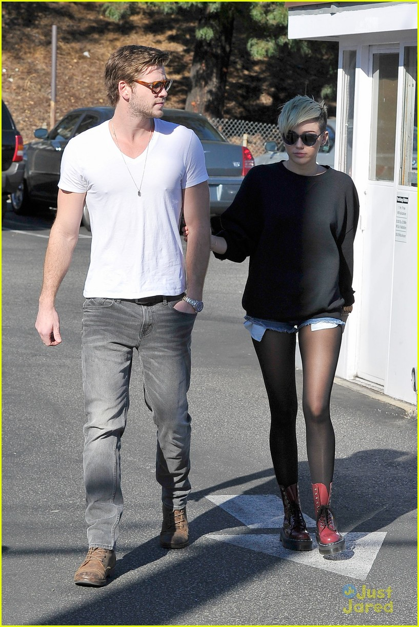 miley cyrus liam hemsworth coffee 20