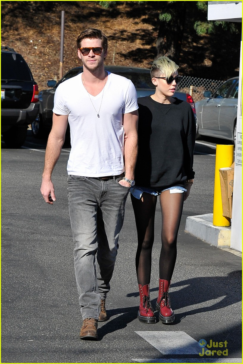 miley cyrus liam hemsworth coffee 23