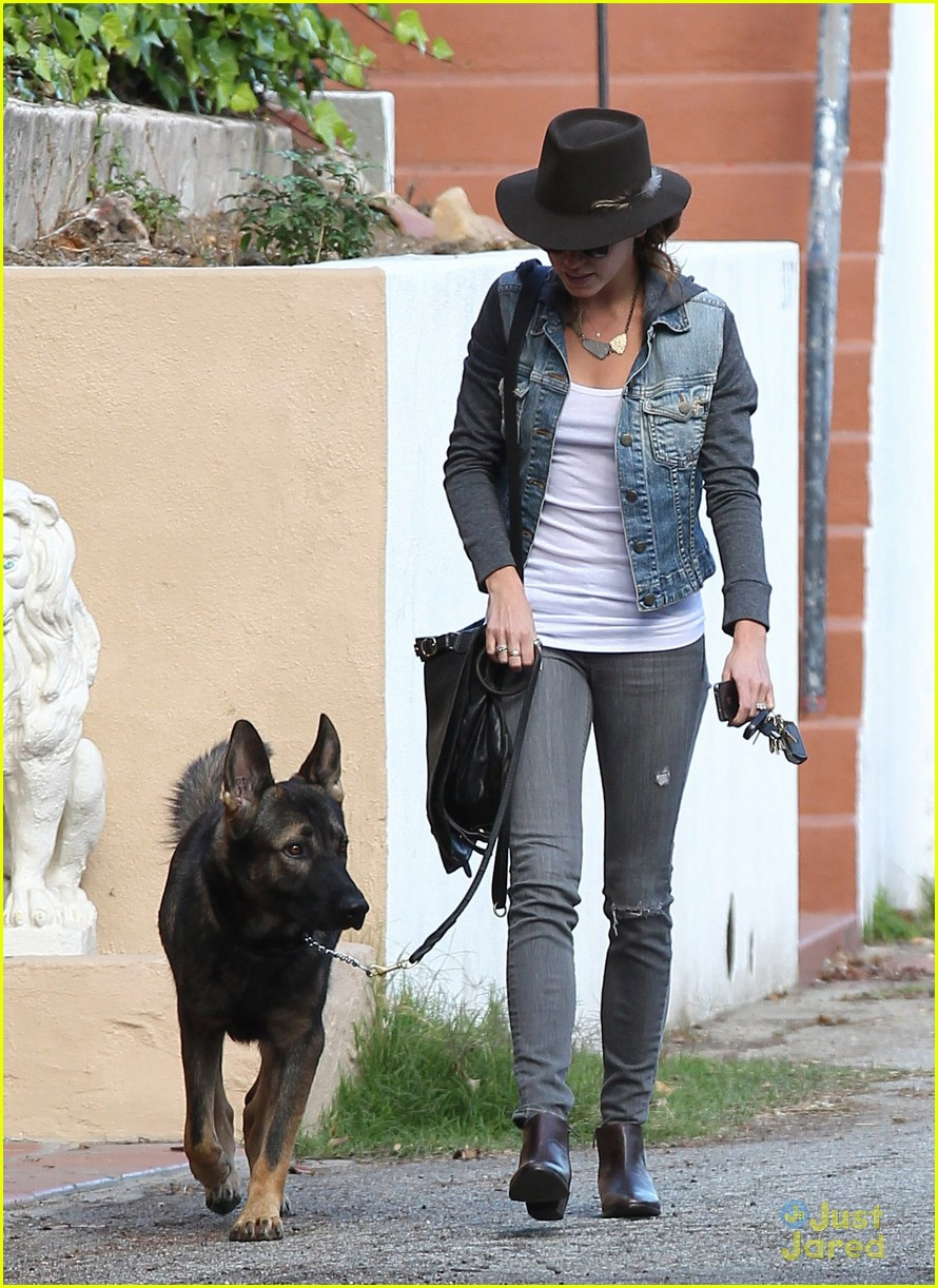 nikki reed grove enzo walk 02