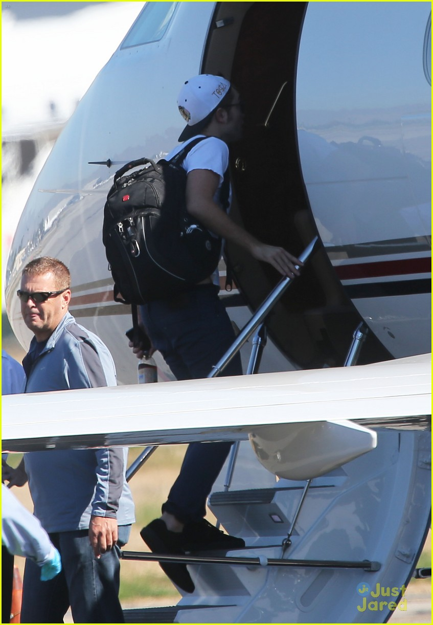 robert pattinson kristen stewart private plane 10