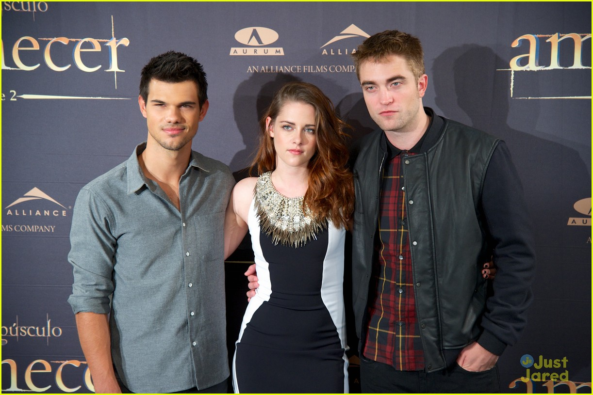 kristen stewart robert pattinson breaking dawn madrid photo call 10
