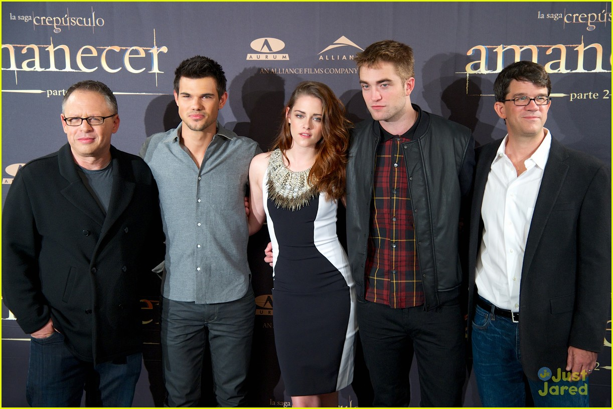 kristen stewart robert pattinson breaking dawn madrid photo call 25