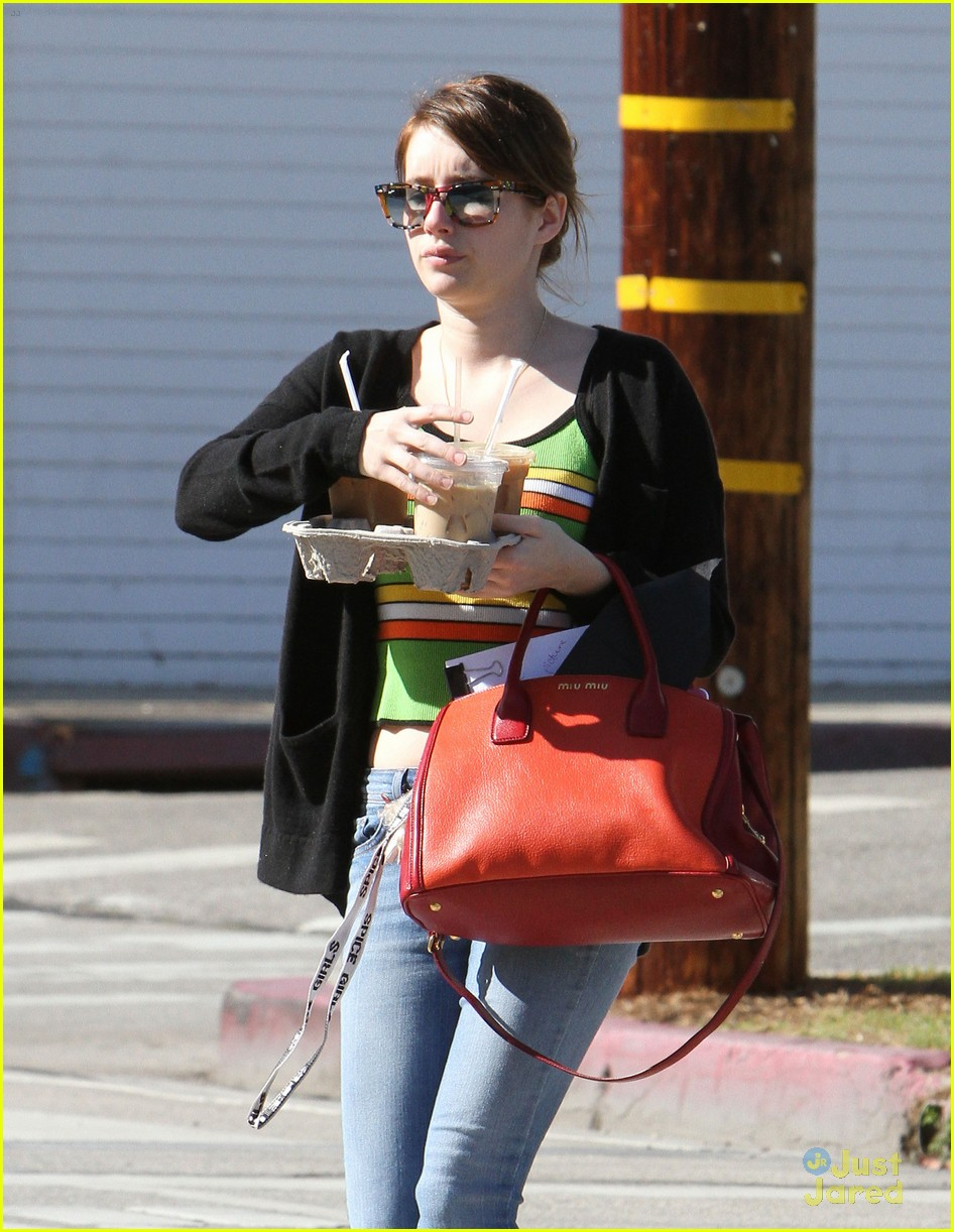 emma roberts iced coffee 07