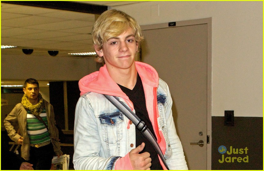 ross lynch lax arrival 05