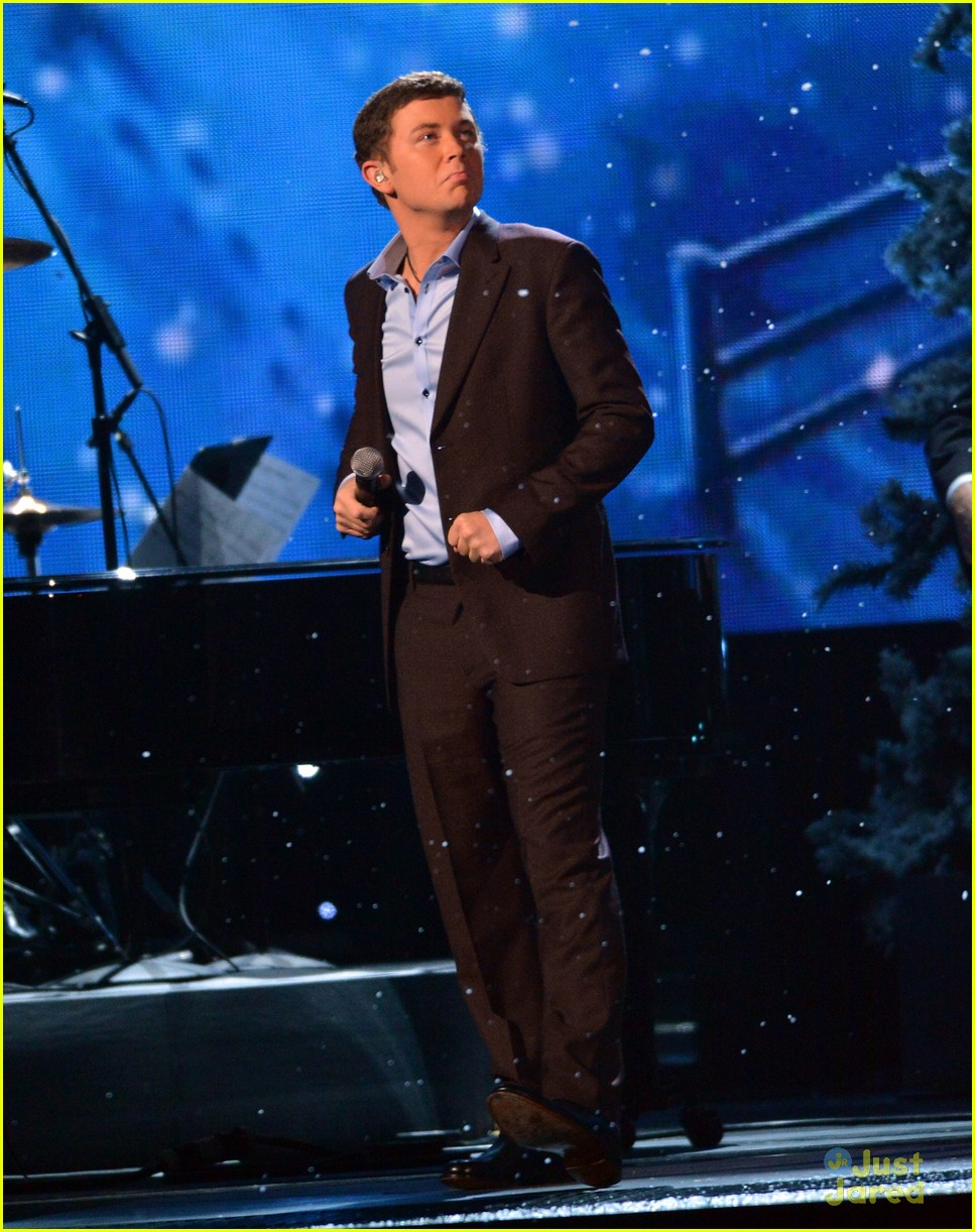scotty mccreery country christmas 12