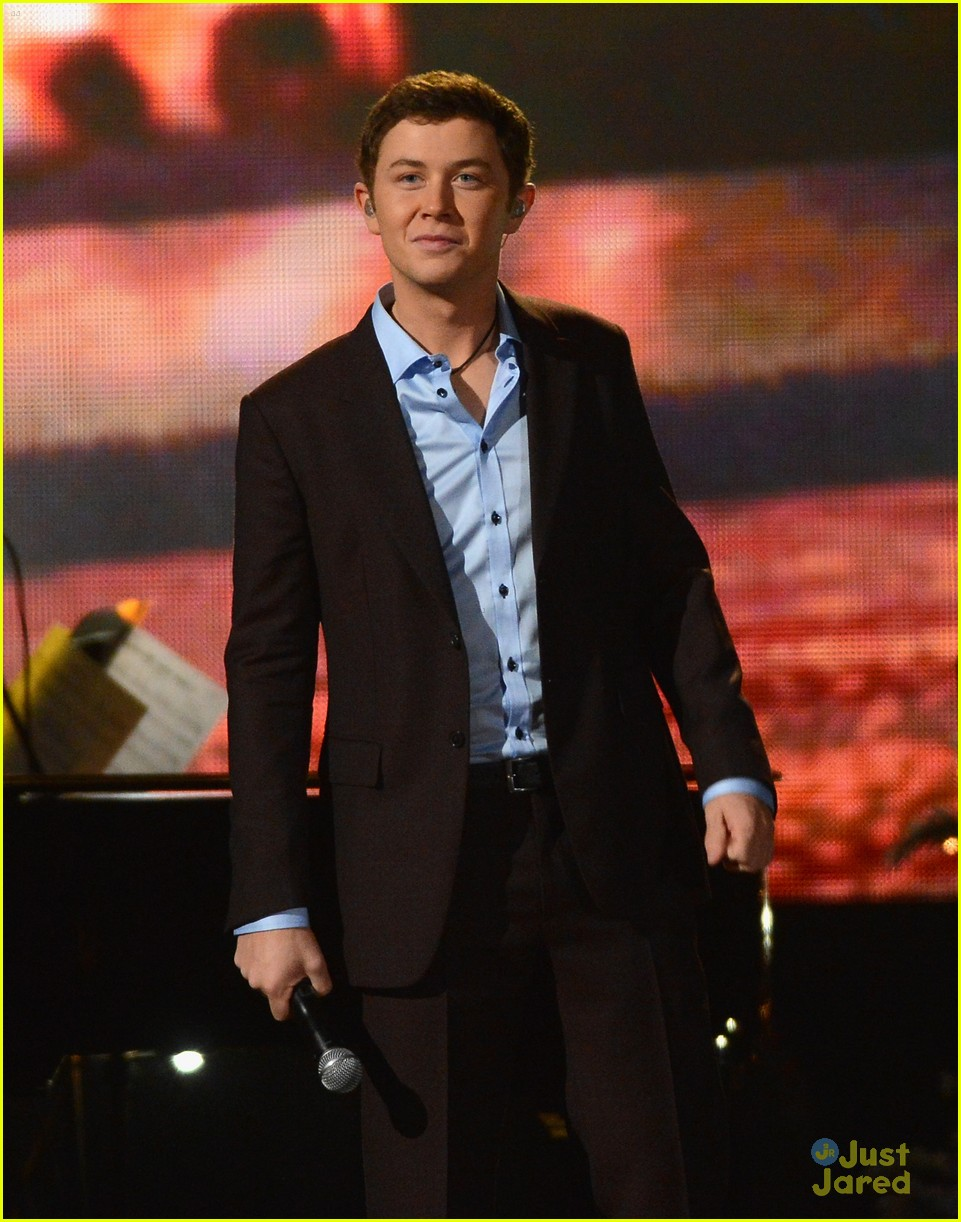 scotty mccreery country christmas 14