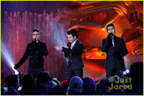 scotty mccreery il volo tree lighting 07