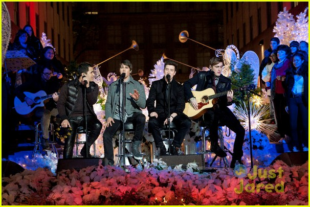 scotty mccreery il volo tree lighting 11