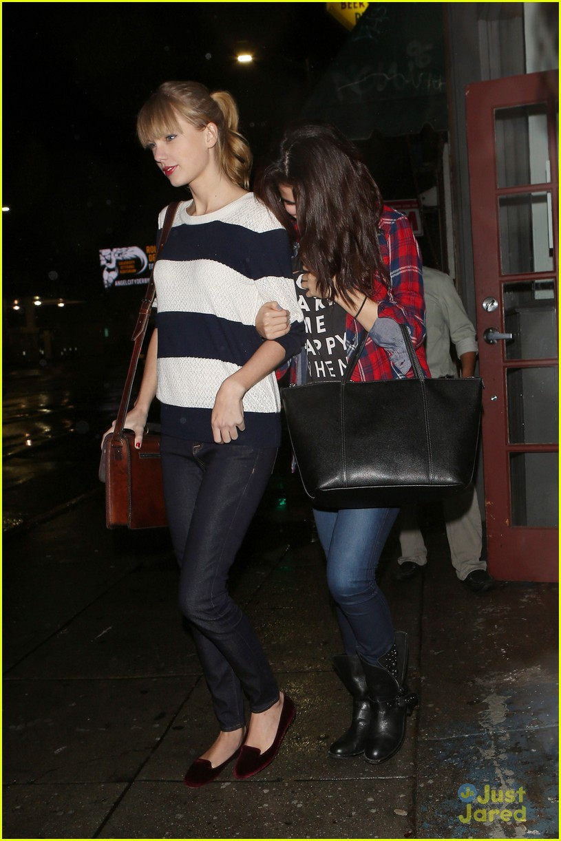 selena gomez taylor swift saturday night dinner duo 11