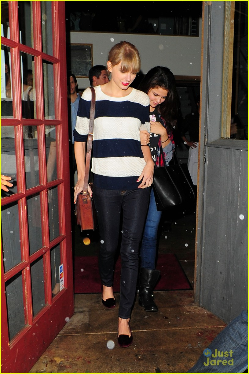 selena gomez taylor swift saturday night dinner duo 12
