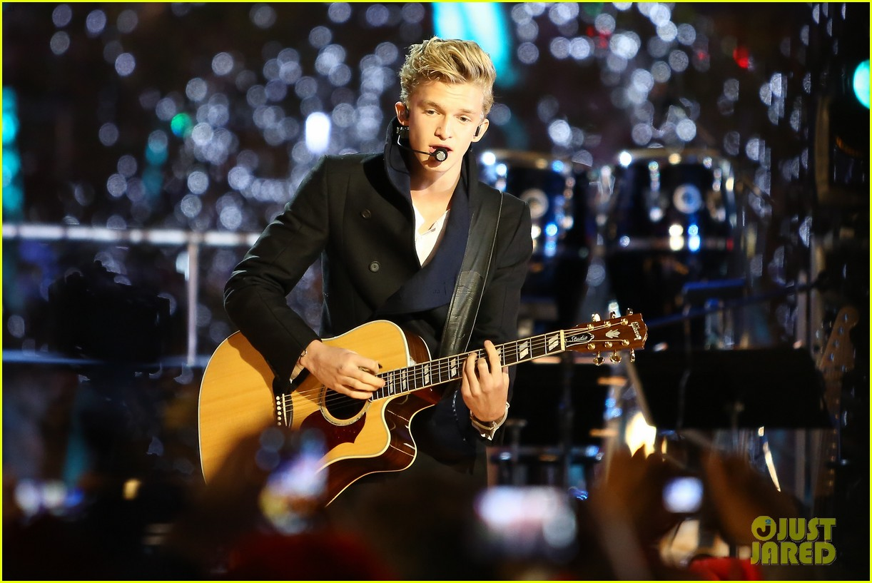 cody simpson la live tree lighting 11