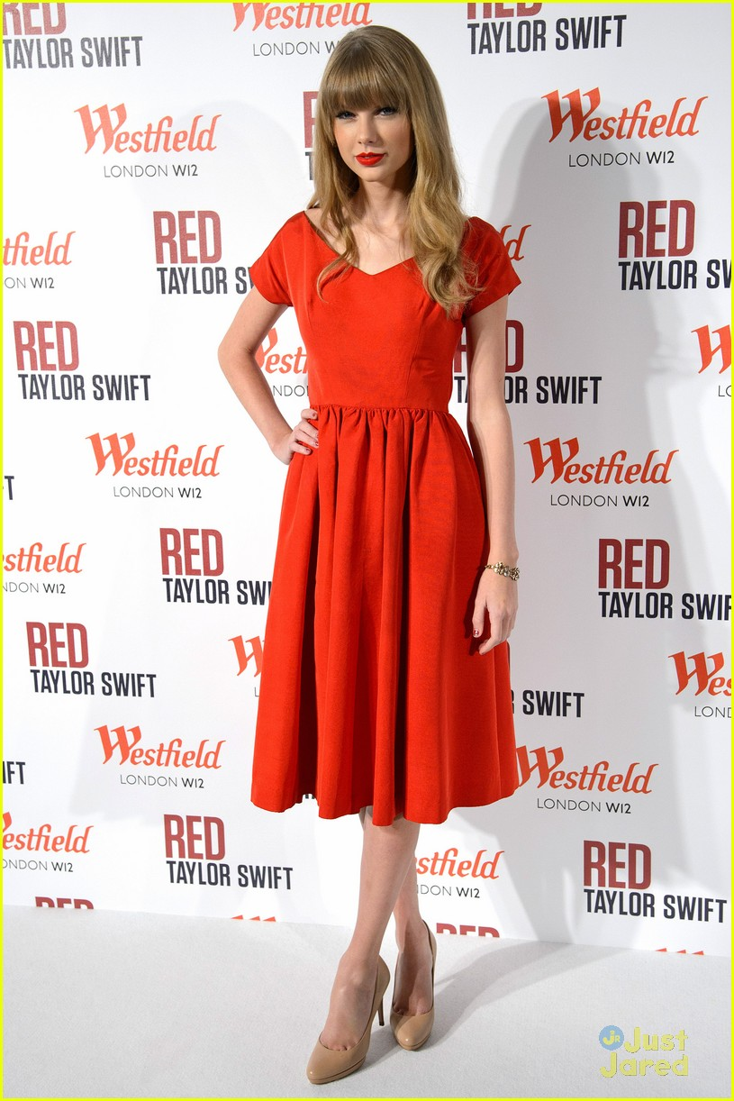 taylor swift westfield lights london 09