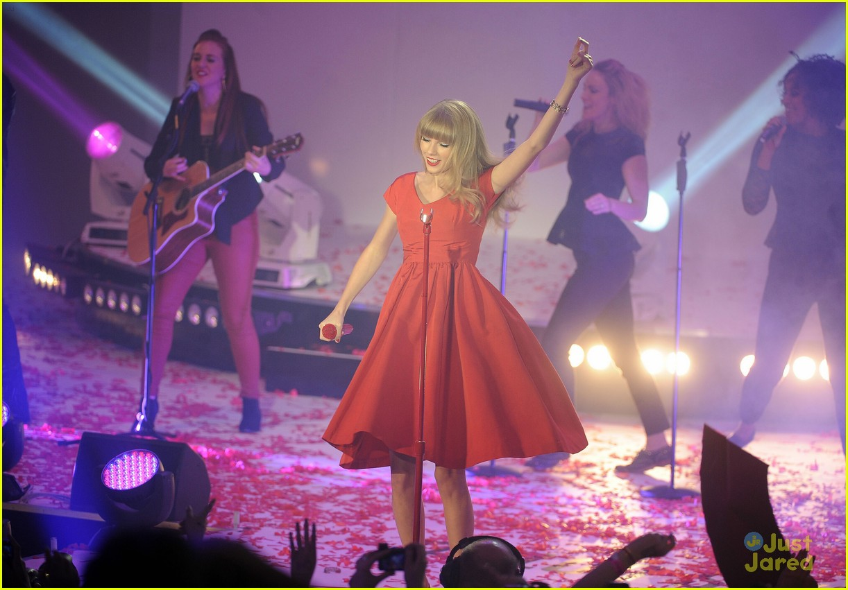 taylor swift westfield lights london 14