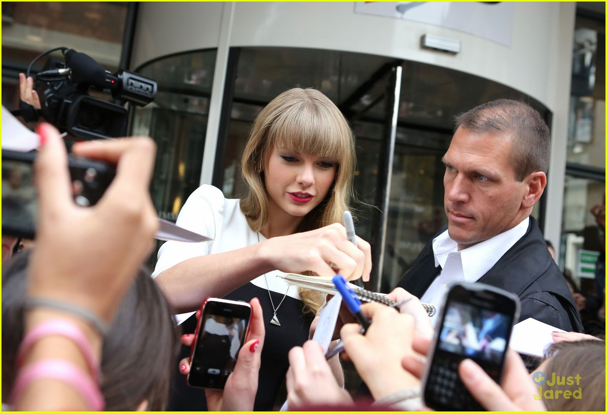 taylor swift nrj paris 12