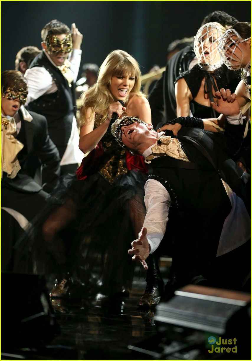 taylor swift trouble amas 04