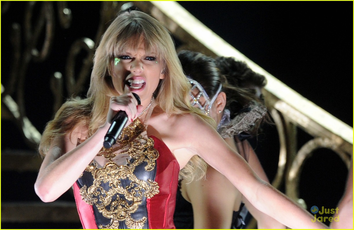 taylor swift trouble amas 10