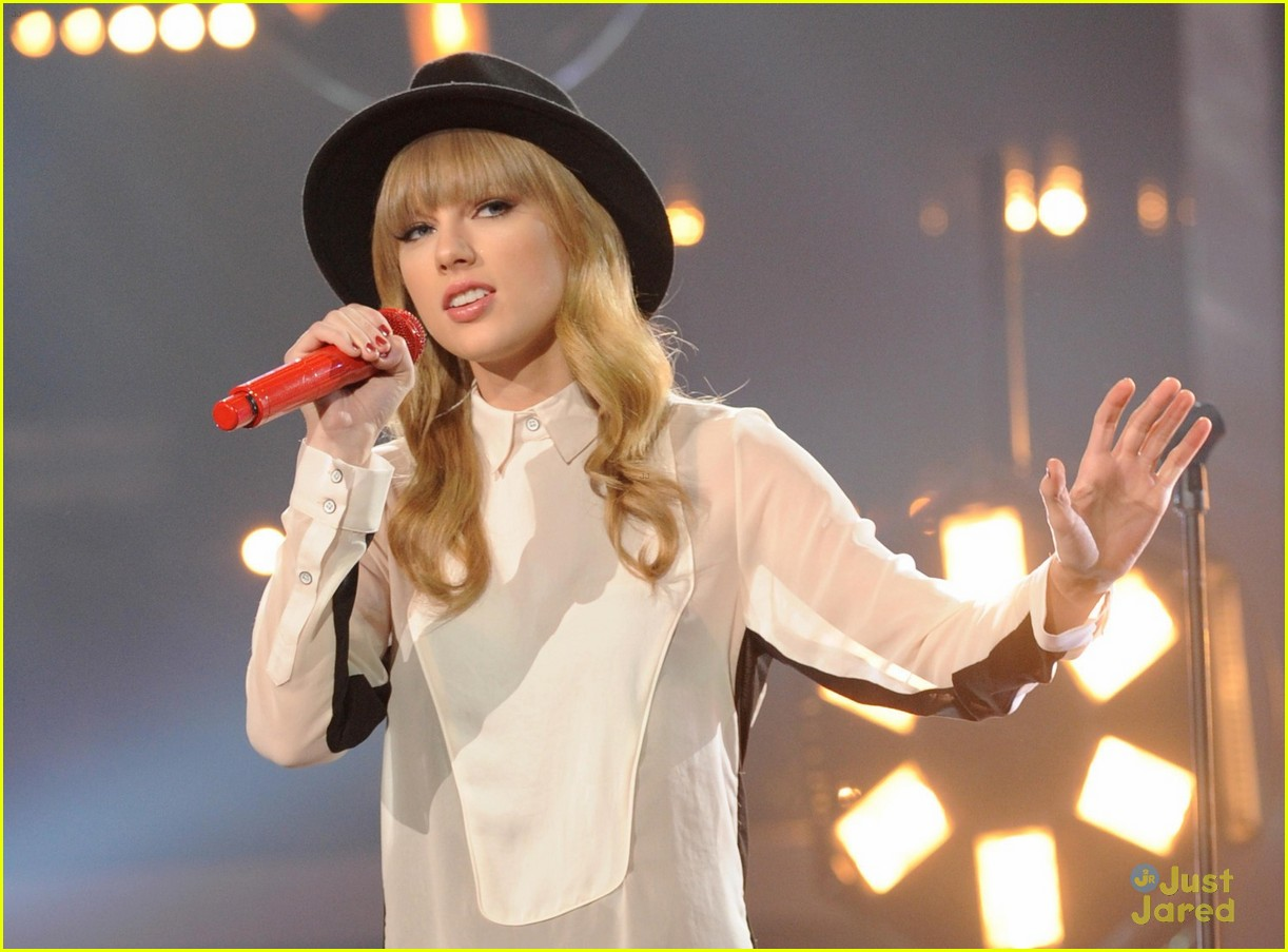 taylor swift x factor usa 01