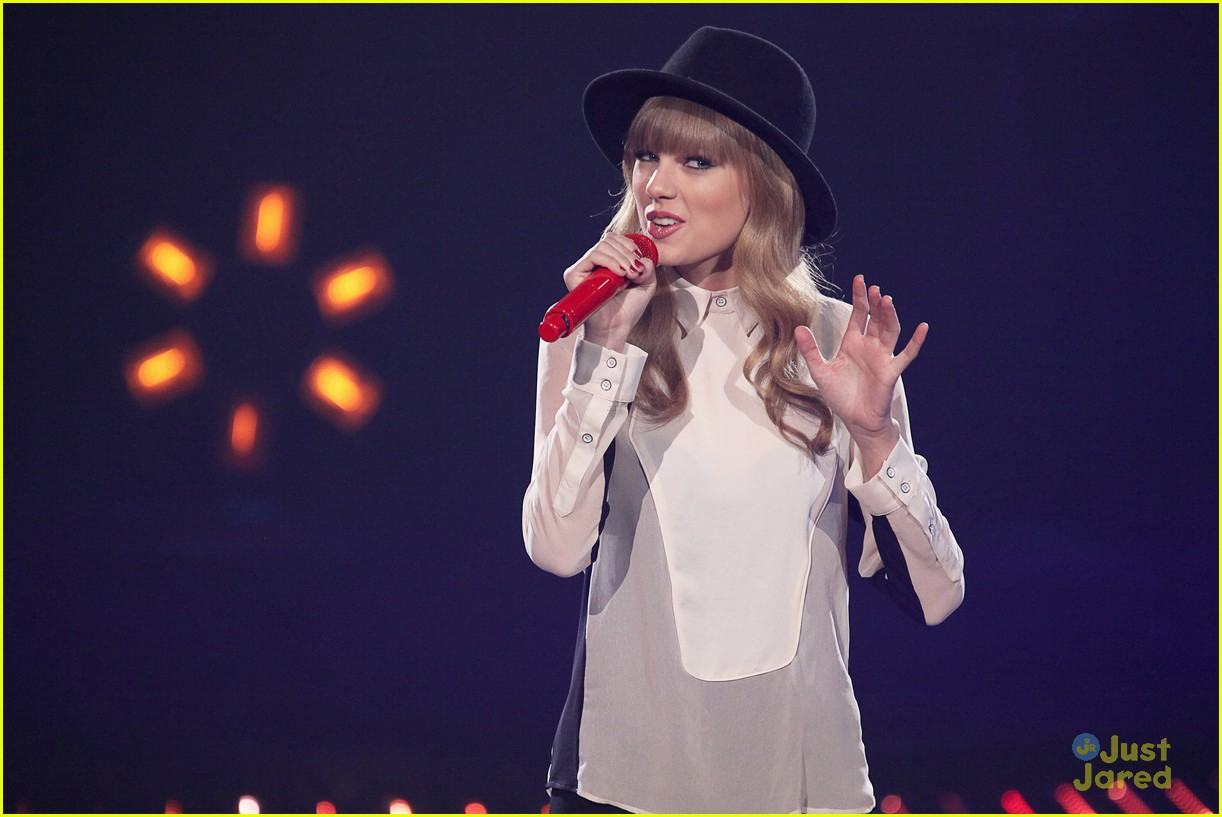taylor swift x factor usa 09