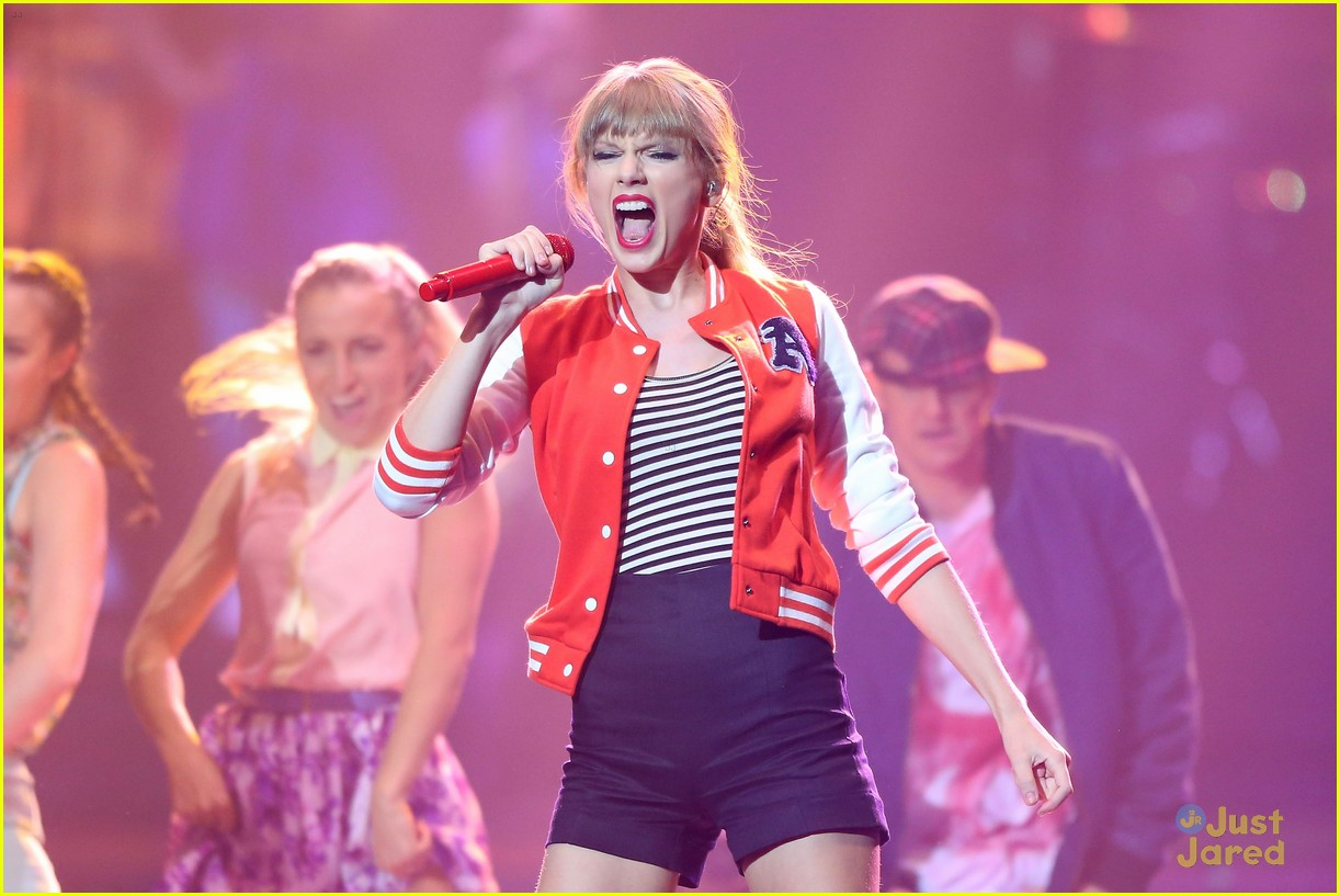 taylor swift aria performance pics 01