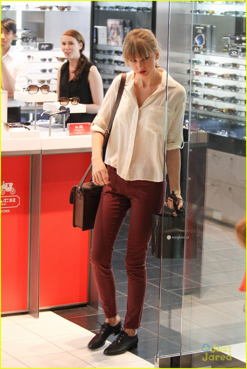 taylor swift sydney shopping spree 05