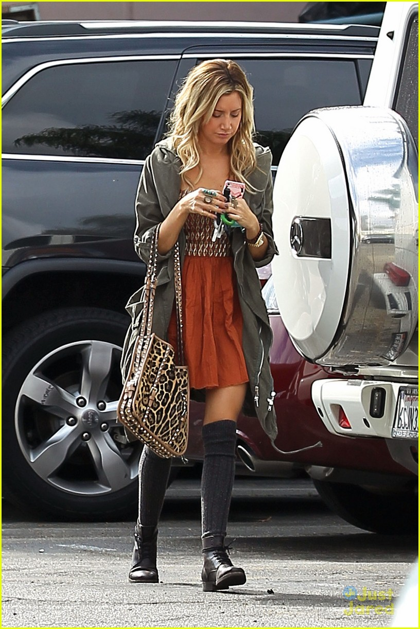 ashley tisdale leopard studs 01