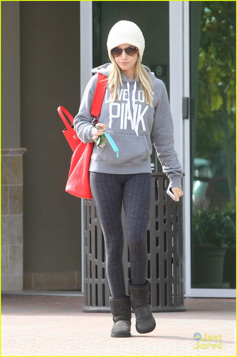 ashley tisdale pink dentist 02