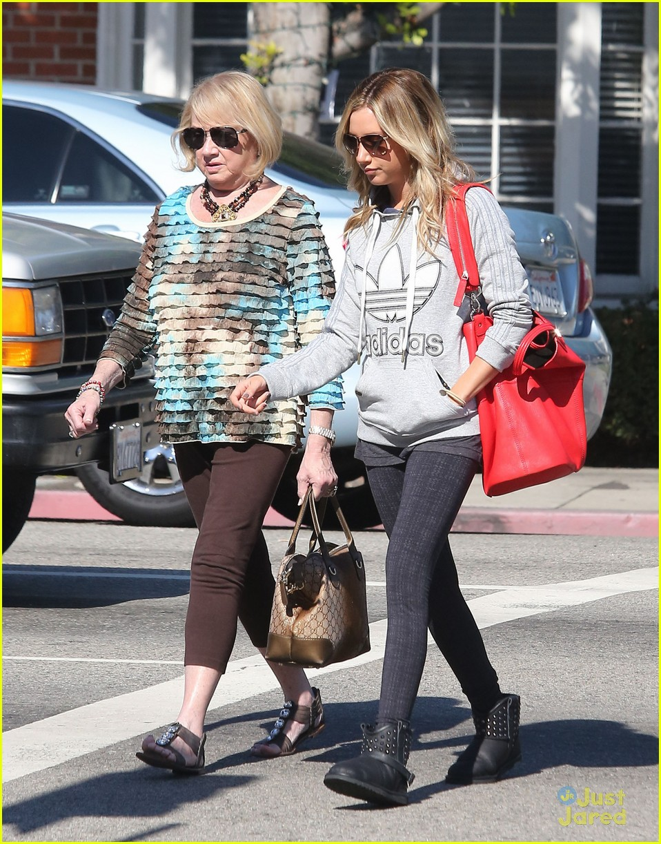 ashley tisdale voted tuesday 02