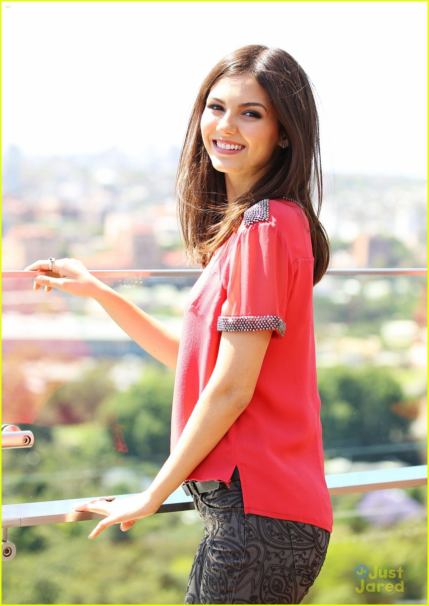 victoria justice talks victorious cancellation in girl