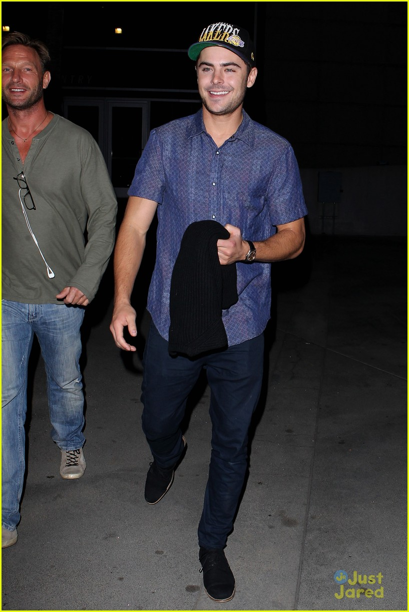 zac efron lakers game staples 01