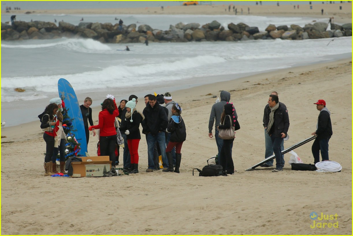 fifth harmony carly sonenclar holiday beach shoot 03