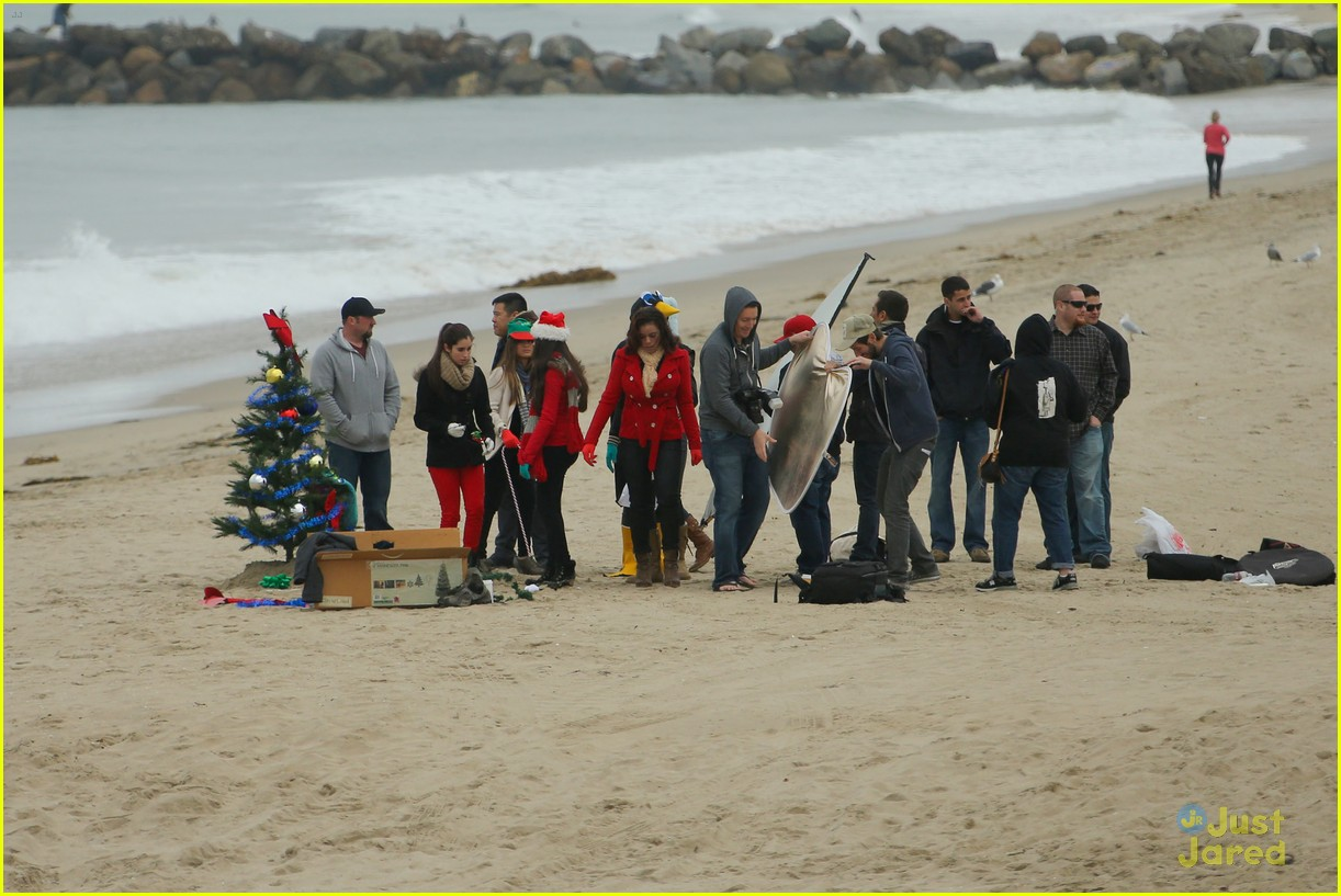 fifth harmony carly sonenclar holiday beach shoot 07