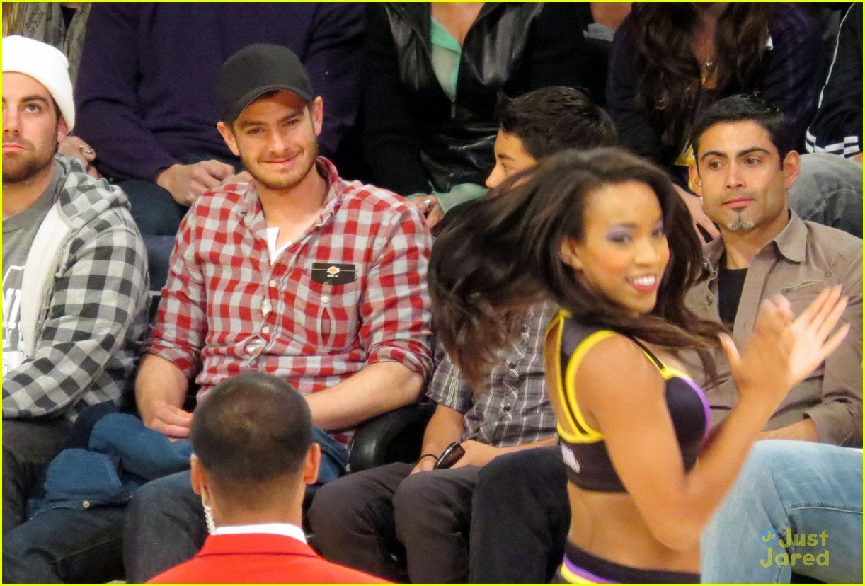 andrew garfield lakers game 02
