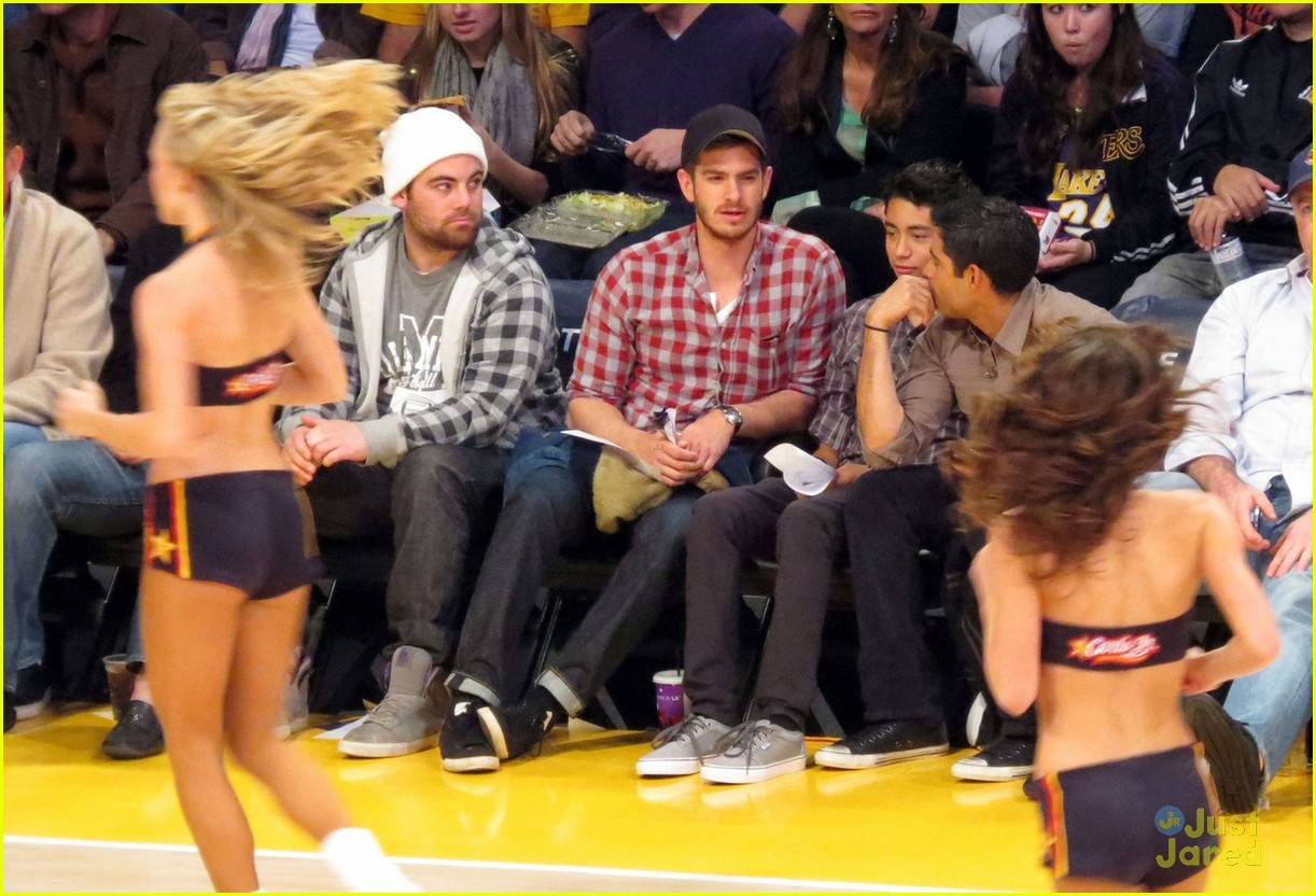 andrew garfield lakers game 05