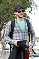Andrew-lunch andrew garfield plaid friend walk 03