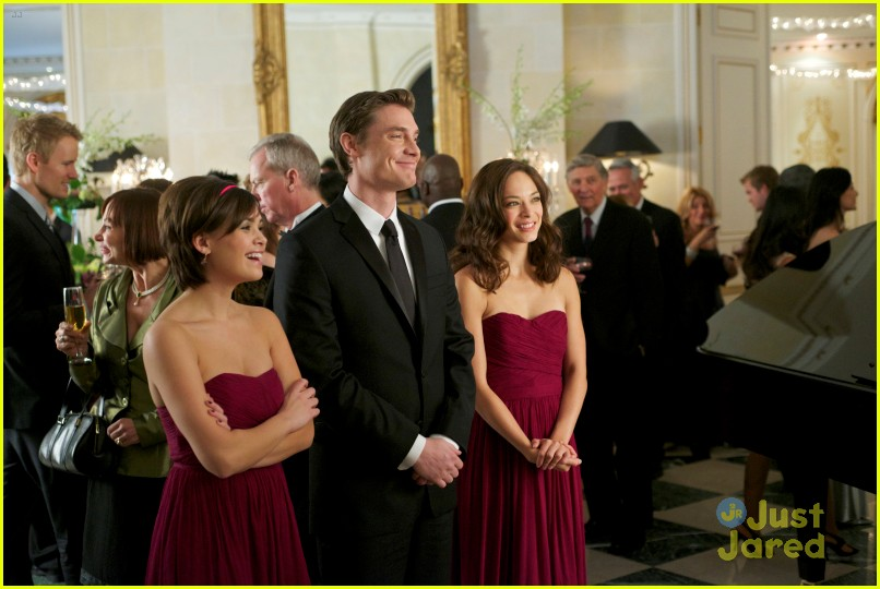nicole anderson kristin kreuk bridesmaid 01