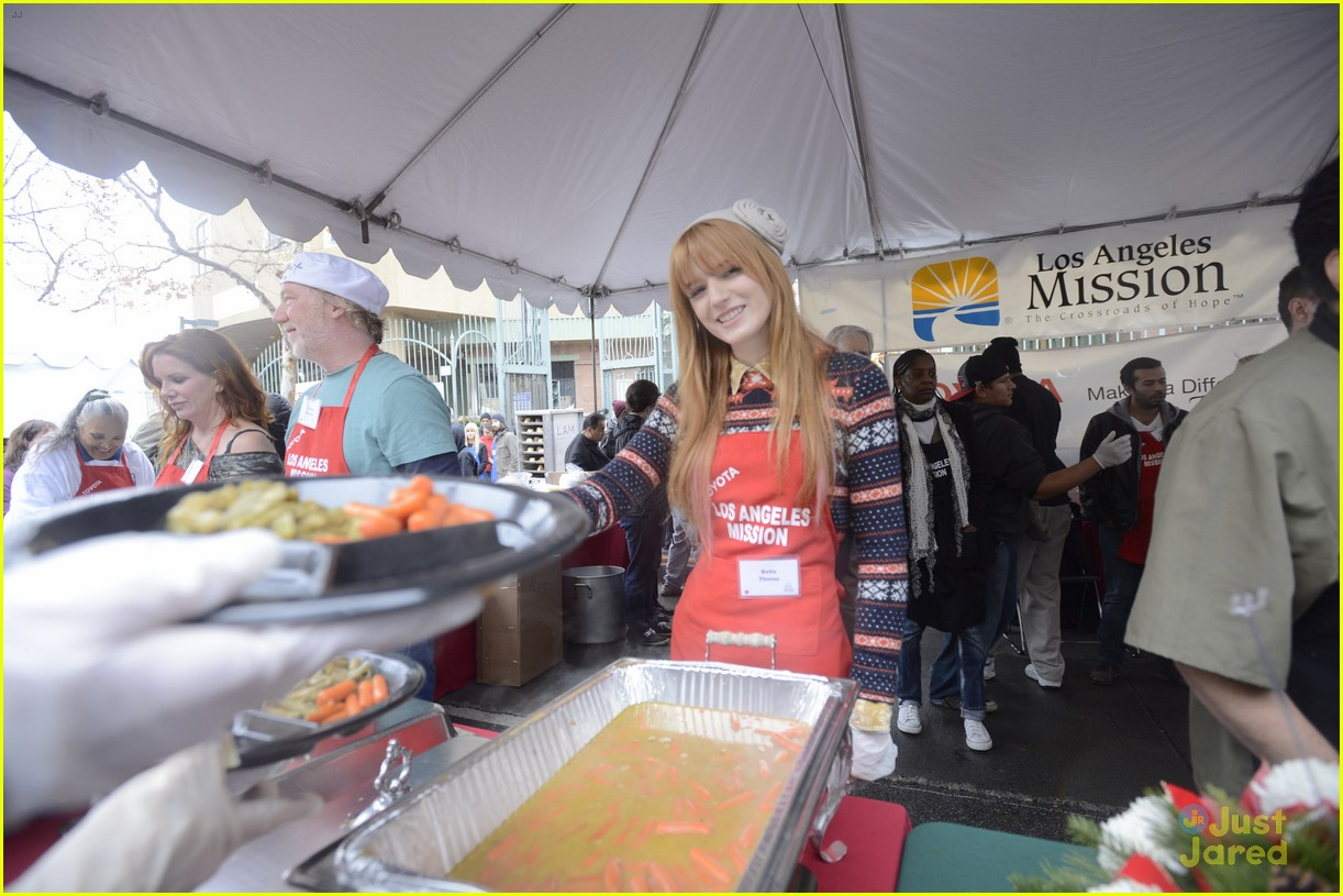 bella thorne olivia holt la mission 01